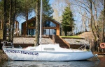 Dom Borowa Przystań nad jeziorem z basenem wewnątrz