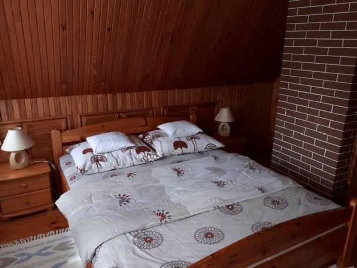 Sypialnia 2 na piętrze  Łoże małżeńskie  ( 160 cm ) Dostawka wersalka ( 120 cm )