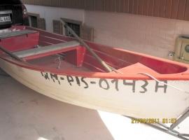 2 łodzie, elektryczne silniki do każdej łódki gratis.