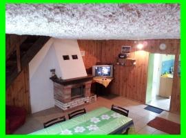 Domek nr.1 Salon z kominkiem , tv 32 cale dekoder z usb