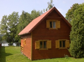 Widok domku z drogi