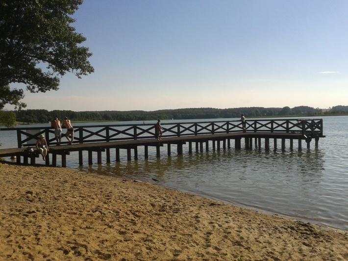 pomosty nad jeziorem