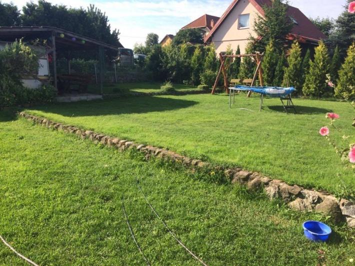 Ogród z dostępem do grilla i miejscem na ognisko.Dodatkowo trampolina,leżaki i duża huśtawka.