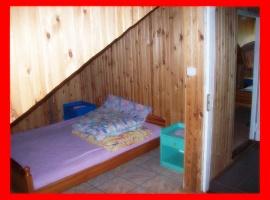 Domek murowany numer dwa sypialnia