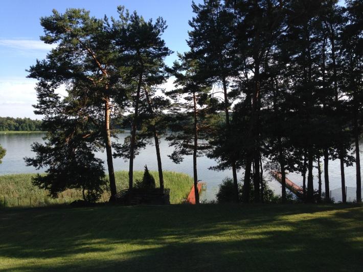 Widok z gornego tarasu na jezioro