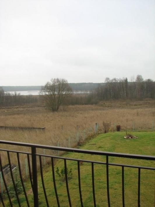 Widok z balkonu na Jezioro Gim