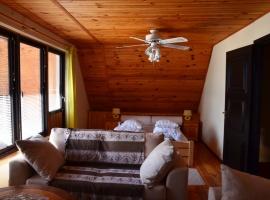 Sypialnia od strony jeziora z częścią wypoczynkową