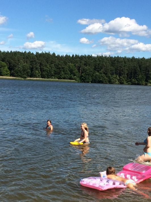 3 kilometry do jeziora Kierwik.